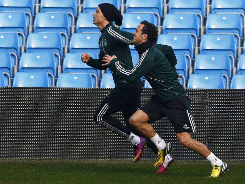 Cristiano Ronaldo y Carvalho, en el entrenamiento de este lunes