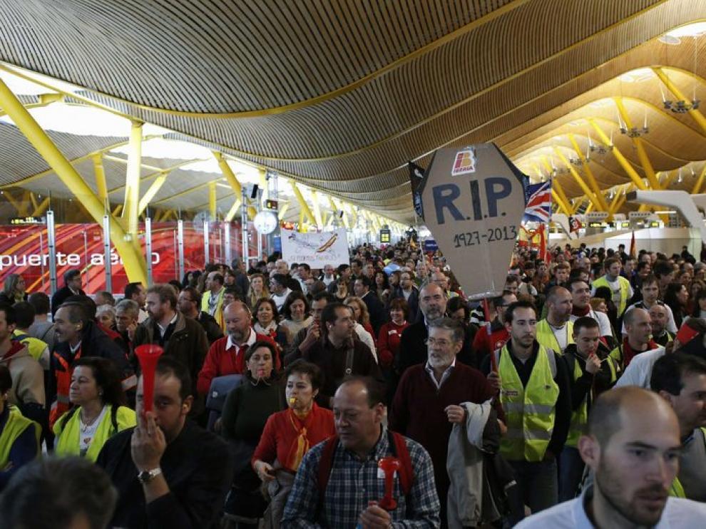 Protesta de los trabajadores de Iberia en Barajas.