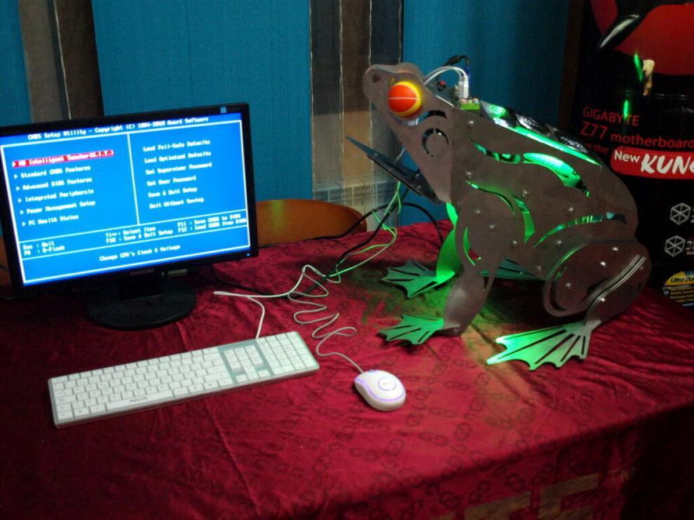Uno de los ordenadores modificados de la exposición