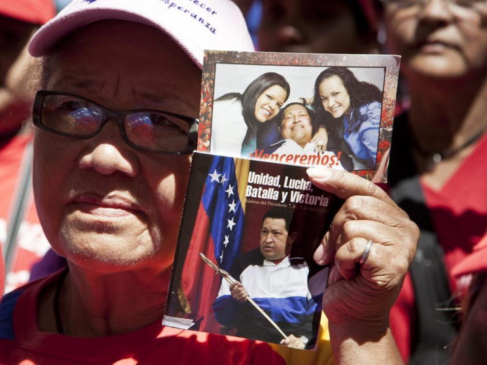Participantes en una misa por la salud de Hugo Chávez, este lunes, en Caracas.