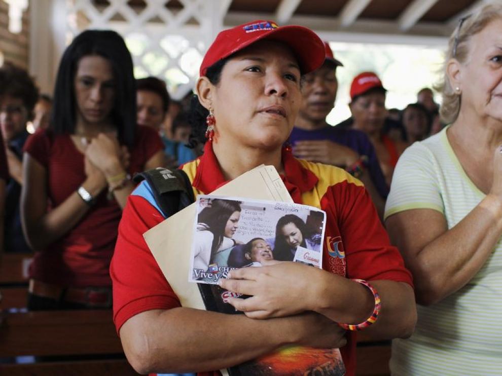 Seguidores de Hugo Chávez, pendientes de la evolución del presidente venezolano