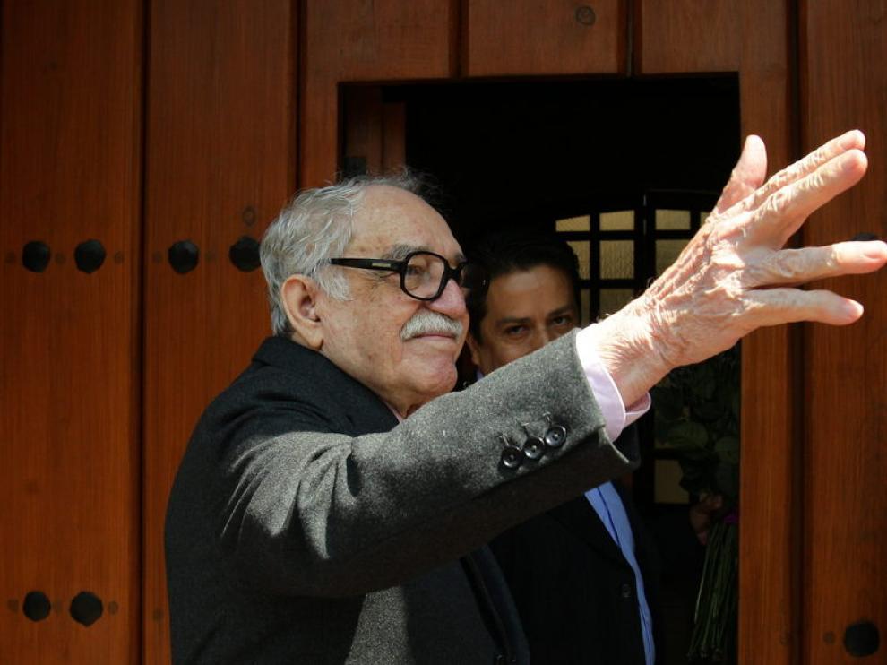 Gabriel García Márquez salió a saludar a los periodistas
