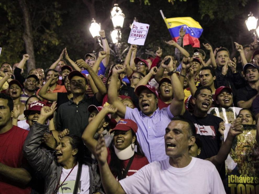 Seguidores de Chávez se reúnen en la plaza Bolívar de Caracas
