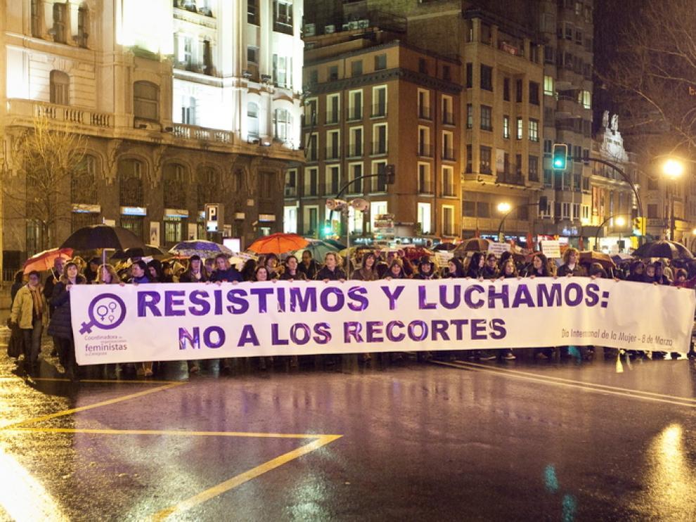 Cientos de personas reivindican en Zaragoza la igualdad de la mujer en el trabajo