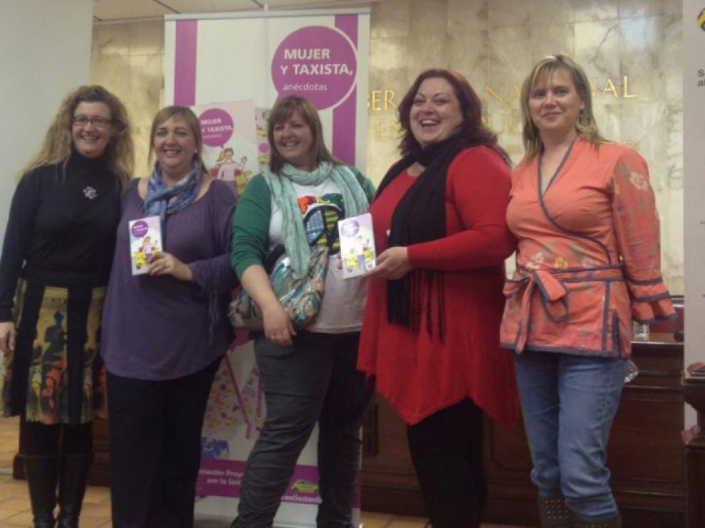 Mujeres taxistas, en la presentación de su libro en Fuentes de Ebro