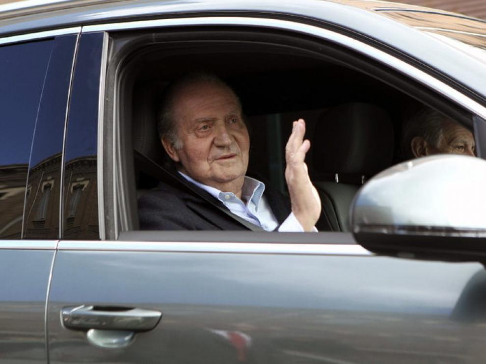 El Rey Don Juan Carlos abandonando la clínica La Milagrosa en una imagen de archivo