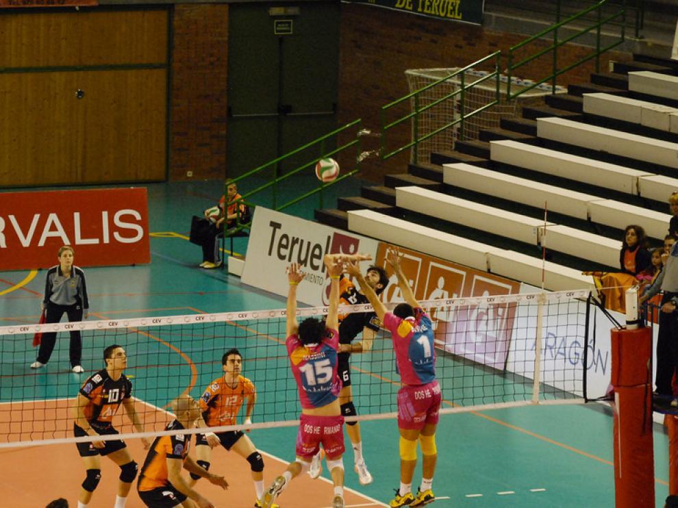 Los turolenses se impusieron por 3-0 al Cajasol Juvasa en un partido más complicado disputado, pese a la contundencia del marcador