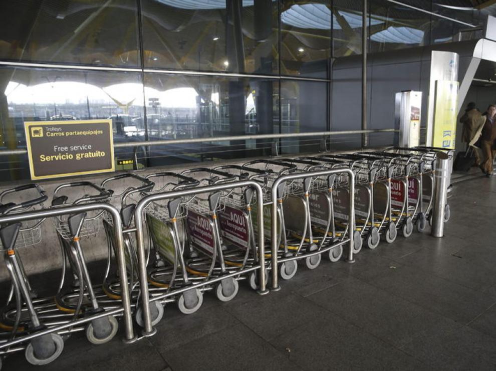 Carros de equipajes en Barajas