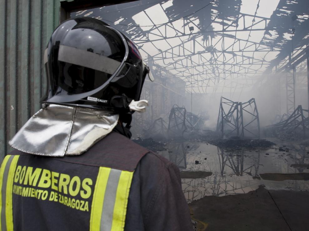 Extinción de un incendio en Cogullada