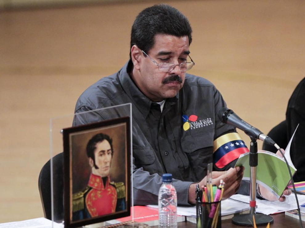 Nicolás Maduro junto al retrato de Simón Bolívar