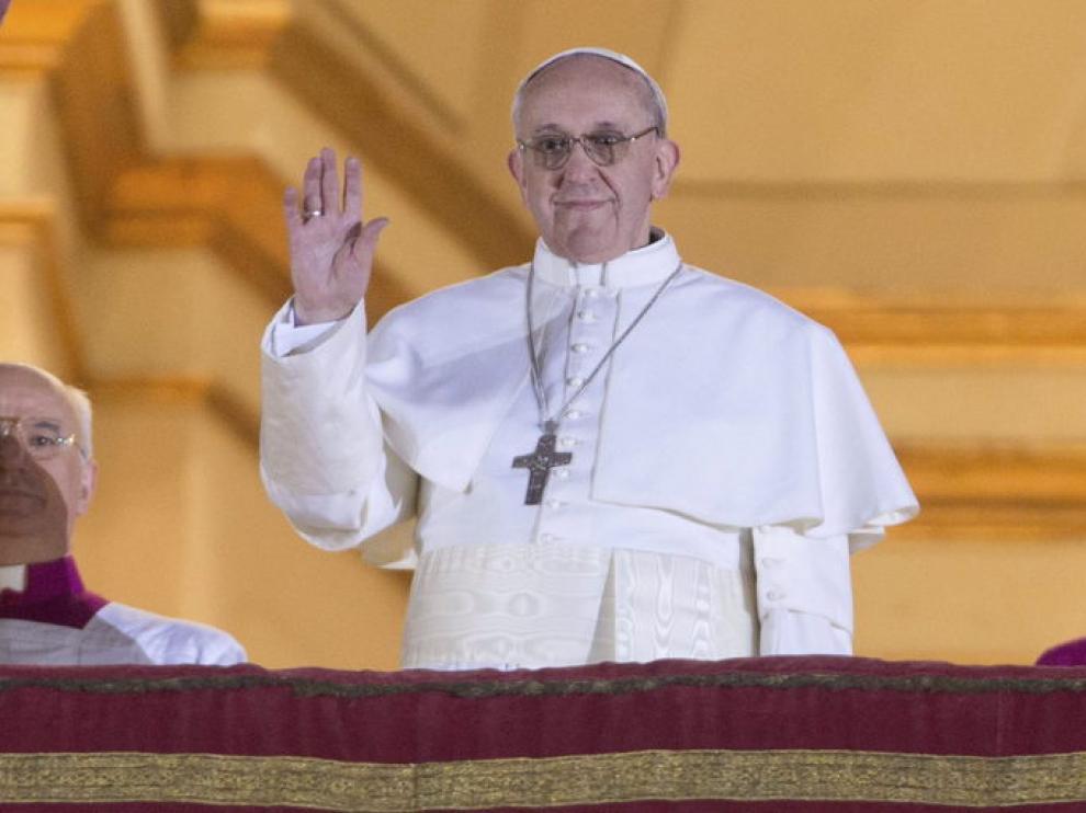 El nuevo Papa en el momento en que salió al balcón de San Pedro para presentarse