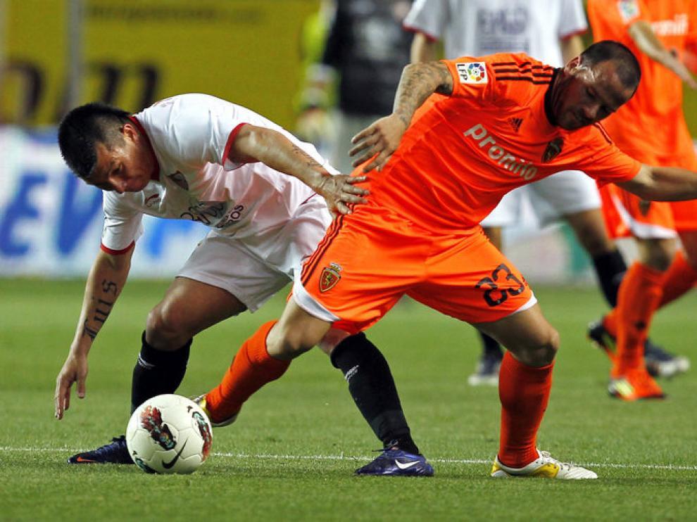El Real Zaragoza, durante un partido en el Pizjuán