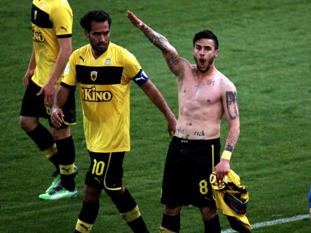 El jugador, tras el gol de la victoria de su equipo, el AEK Atenas.