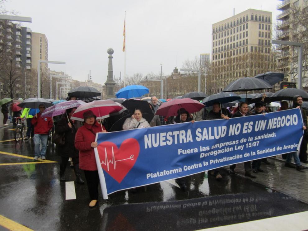 La protesta ha sido convocada por la plataforma en defensa de la sanidad pública
