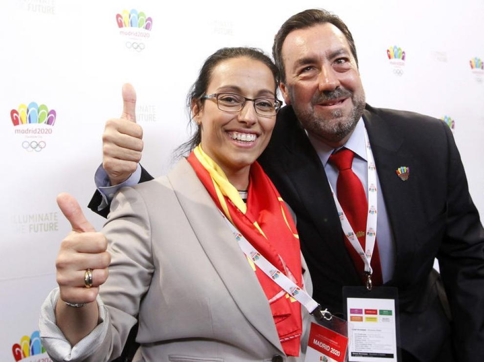 El presidente del Comité Paralímpico Español, Miguel Carballeda, y la nadadora Teresa Perales.
