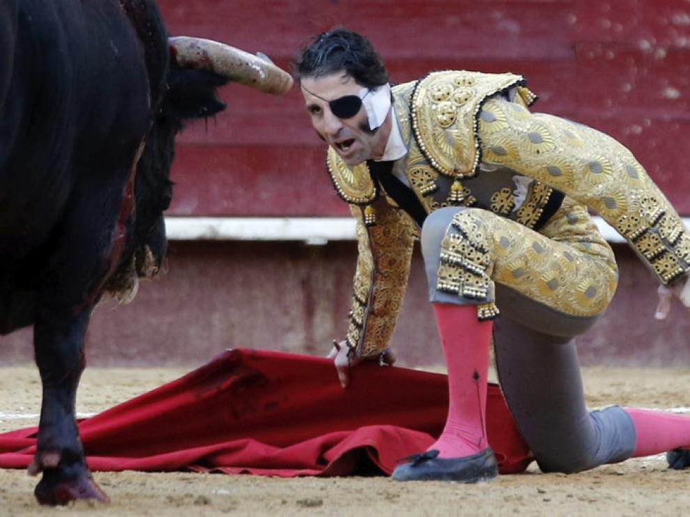 Padilla se enfrentó al toro en el coso valenciano de donde se llevó una oreja