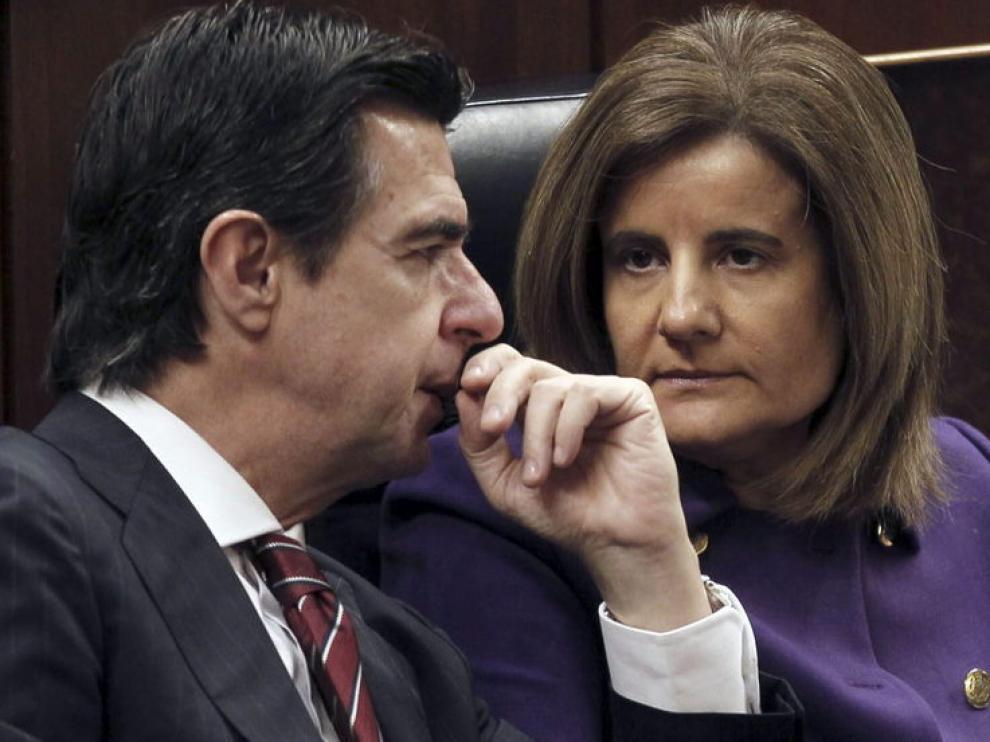 El ministro de Industria, Manuel Soria y la ministra de Empleo, Fátima Báñez, este miércoles
