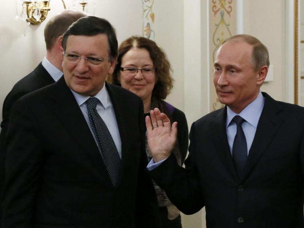 Putin (dcha) se reúne con Barroso