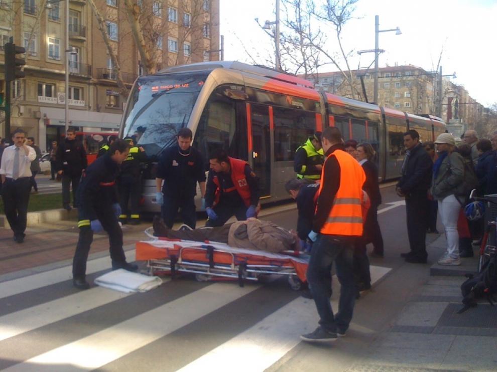 Un anciano ha sido atropellado por el tranvía de Zaragoza cerca de la plaza de San Francisco