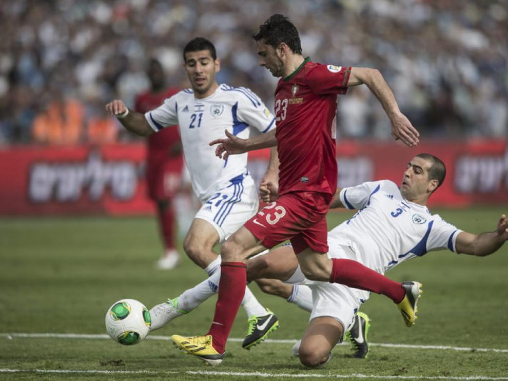 El jugador del Real Zaragoza Helder Postiga con la elástica portuguesa