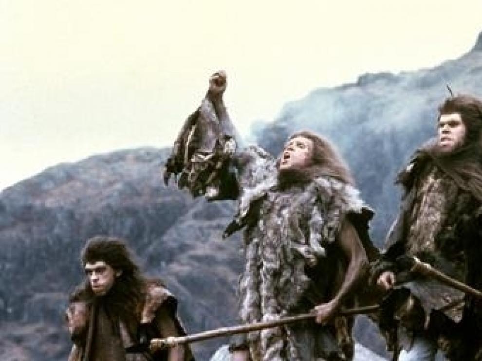 Fotograma de la película 'En busca del fuego'
