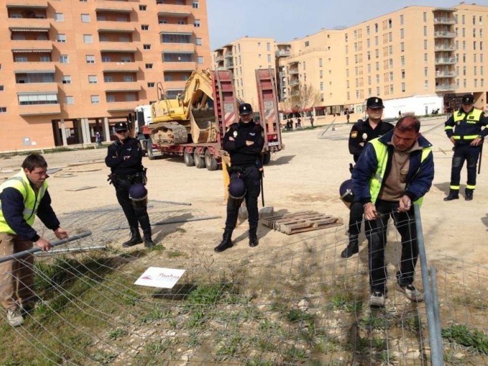 Protestas en el solar de Remar de los vecinos de Rosales del Canal