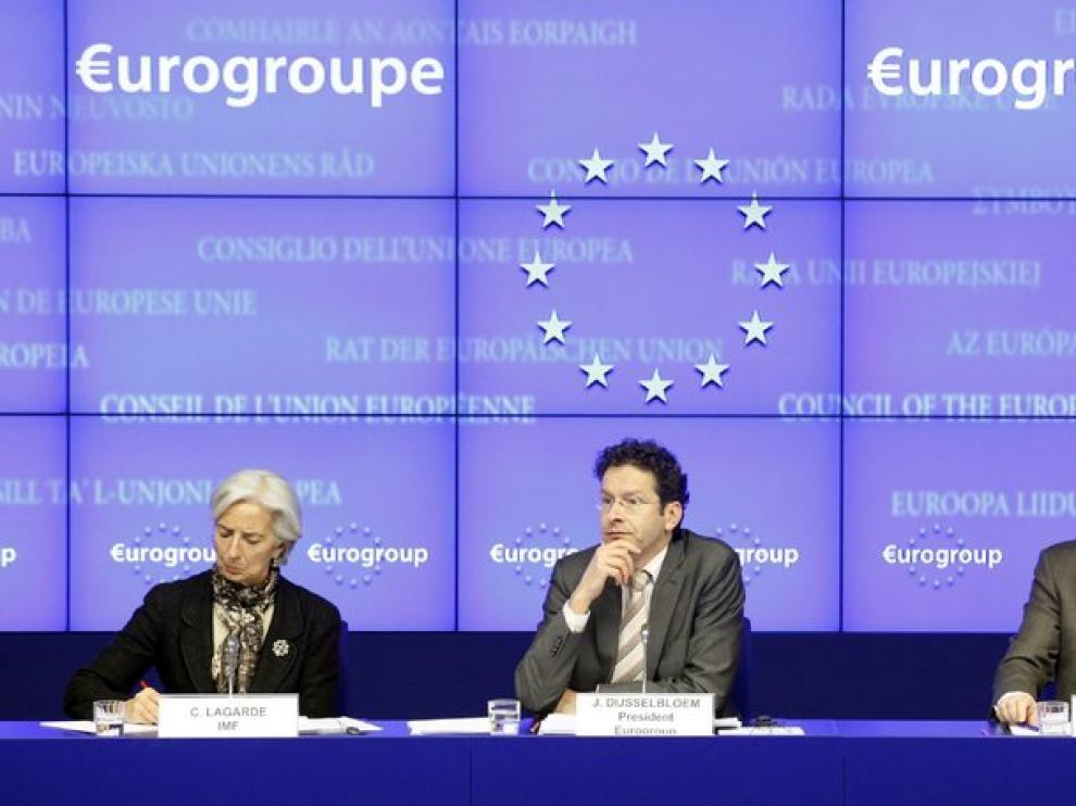 Representantes de las altas instituciones reunidas para discutir el rescate a Chipre