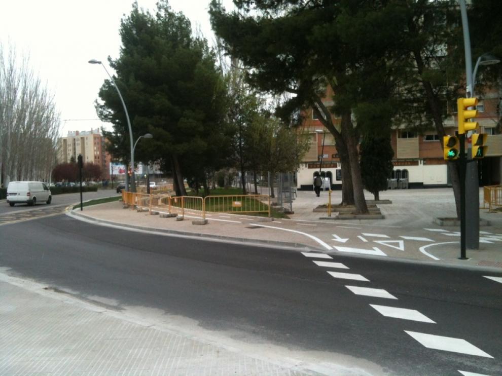 El carril bici sigue vallado en las avenidas Gómez de Avellaneda y María Zambrano