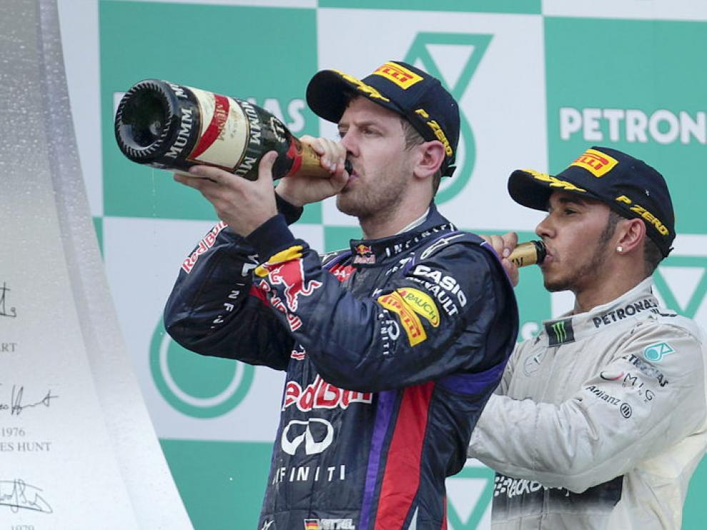 Vettel en el podio, tras el GP de Malasia