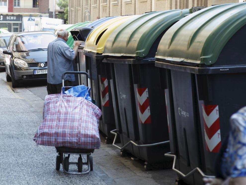 Reciclar papel y cartón en los comercios de Jaca es ahora más fácil