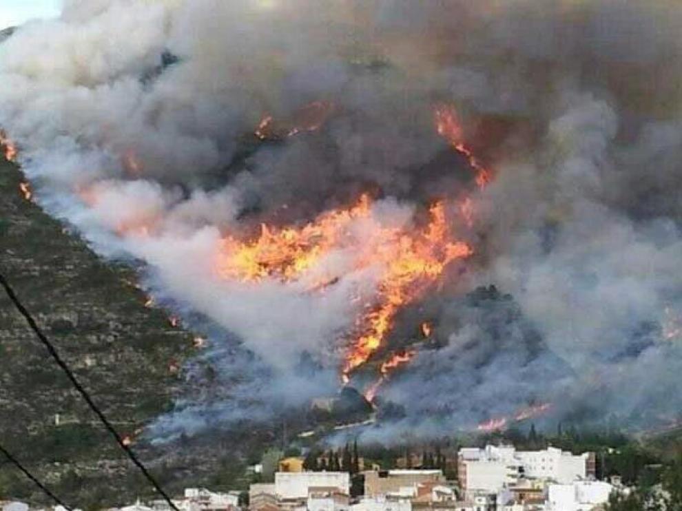 Incendio forestal declarado en el término municipal de Barx, en Valencia.