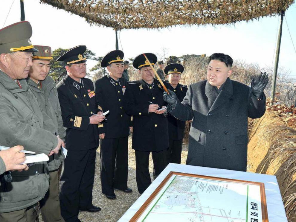 El líder norcoreano Kim Jong-un da instrucciones a su ejército