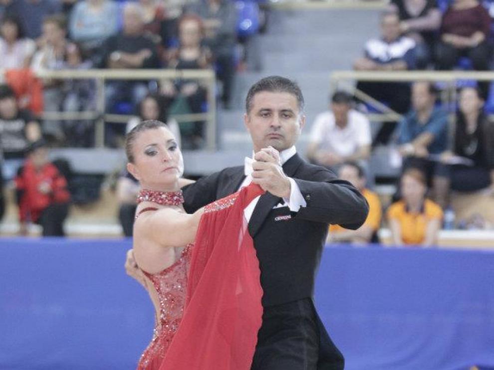 Carlos Martínez y Berta Castro, haciendo Baile Deportivo.