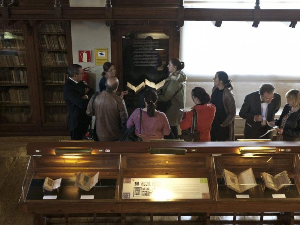 Exposición en la biblioteca del Paraninfo de la Universidad de Zaragoza