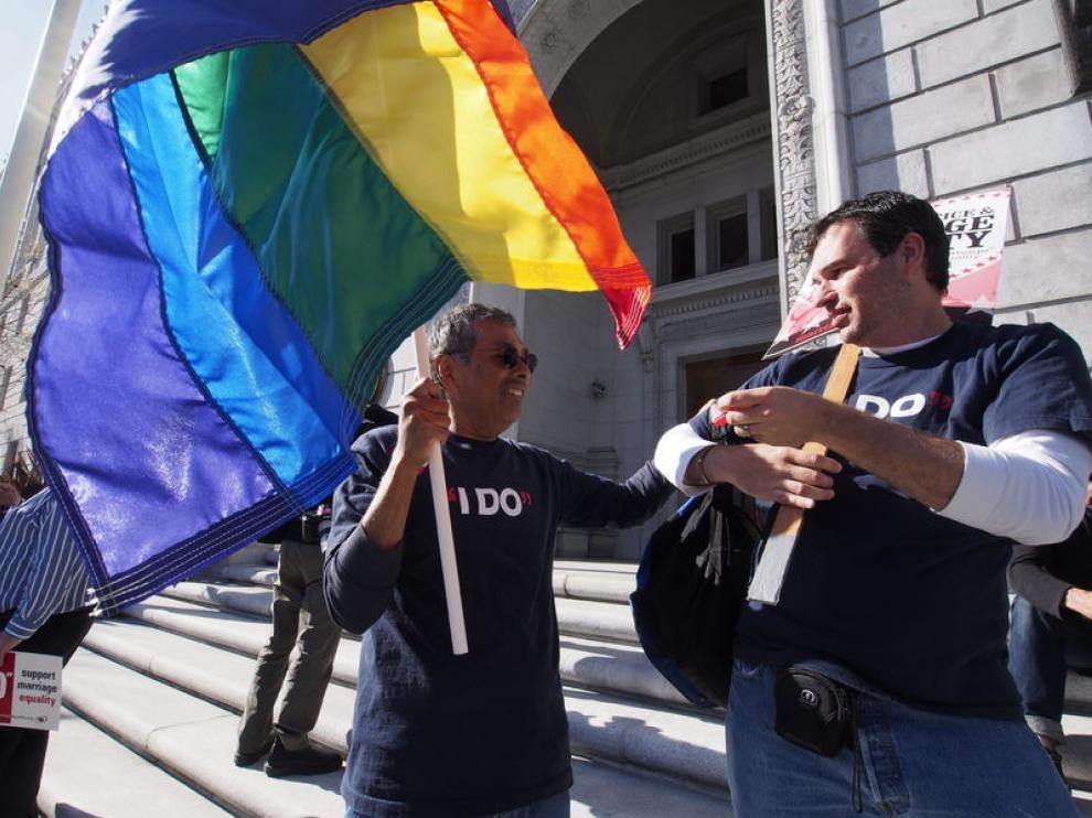 Los partidarios del matrimonio homosexual se manifestaron ante la sede del Estado de California