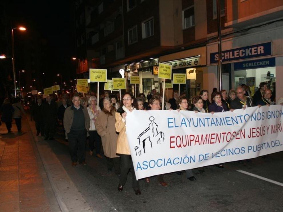 Imagen de una manifestación de vecinos del distrito centro de Zaragoza que ya en 2009 reclamaban equipamientos