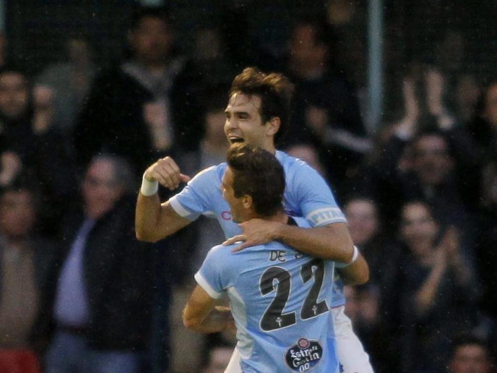 Borja Oubiña celebrando el gol contra el Barcelona con su compañero Enrique de Lucas (22)