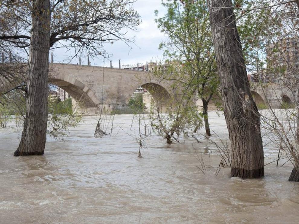 El río Ebro, este sábado a su paso por Zaragoza