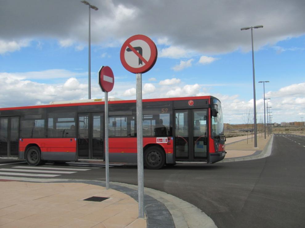 La línea 59 del autobús urbano llega desde este lunes al nuevo barrio zaragozano