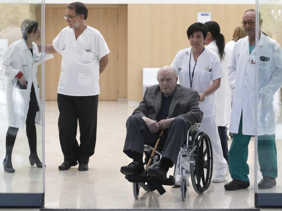 Alfredo Di Stefano abandona el Hospital La Fe de Valencia