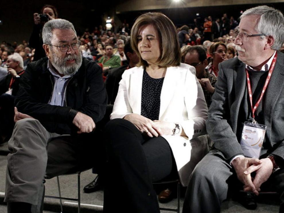 El recién reelegido general de UGT, Cándido Méndez (i), junto a Fátima Báñez e Ignacio Fernández Toxo