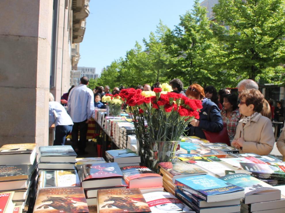 Aragón exhibe su oferta literaria en el Día del Libro.
