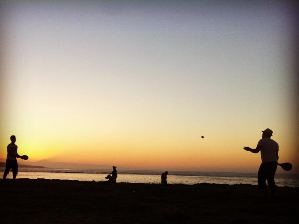 Atardecer en la playa de Las Canteras, en Las Palmas de Gran Canaria.