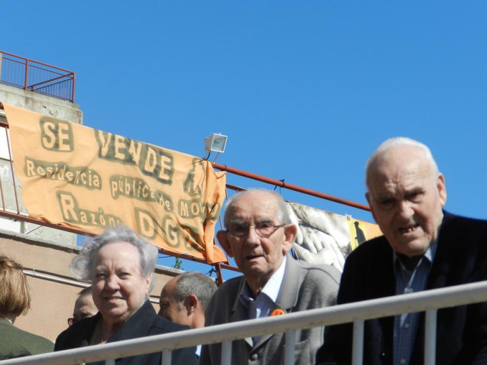 Protesta ciudadana ante el posible cierre de la Residencia de Movera.