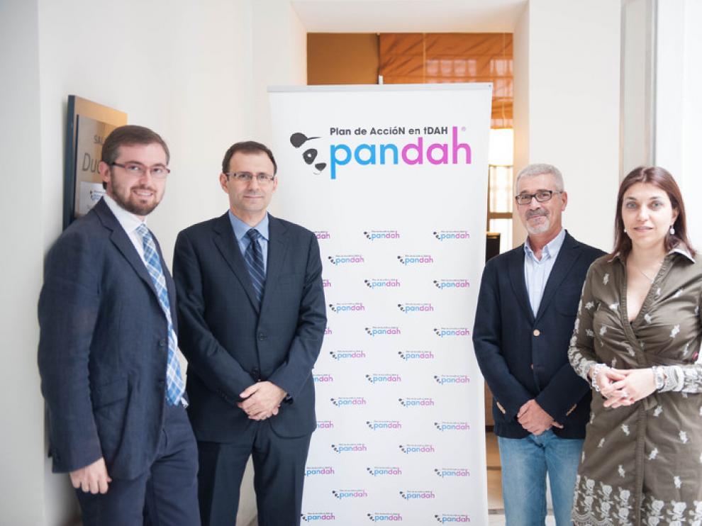 Fulgencio Madrid, presidente de Feaadah; Isabel Hernández y José Ángel Alda, psiquiatras; y Manuel Fernández, neurólogo pediatra.
