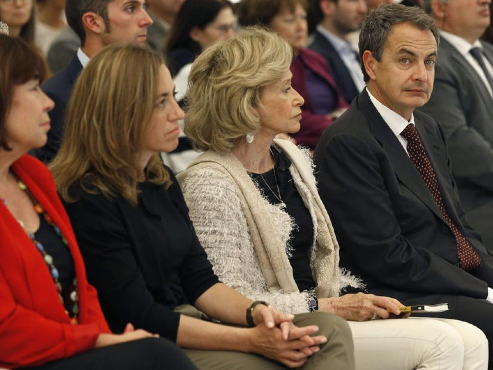 Zapatero junto a María Teresa Fernández de la Vega y Carme Chacón