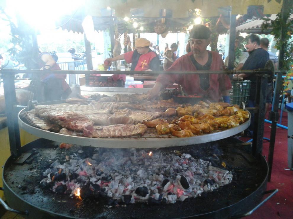 Uno de los puestos de comida del mercado