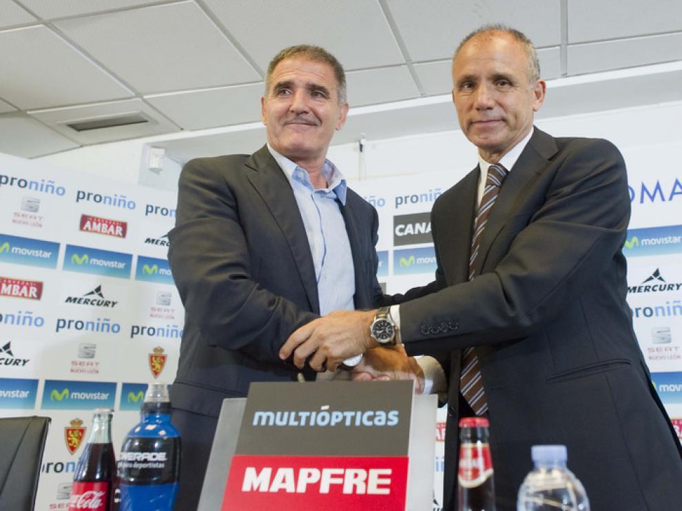 Paco Herrera, técnico del Real Zaragoza, con Fernando Molinos