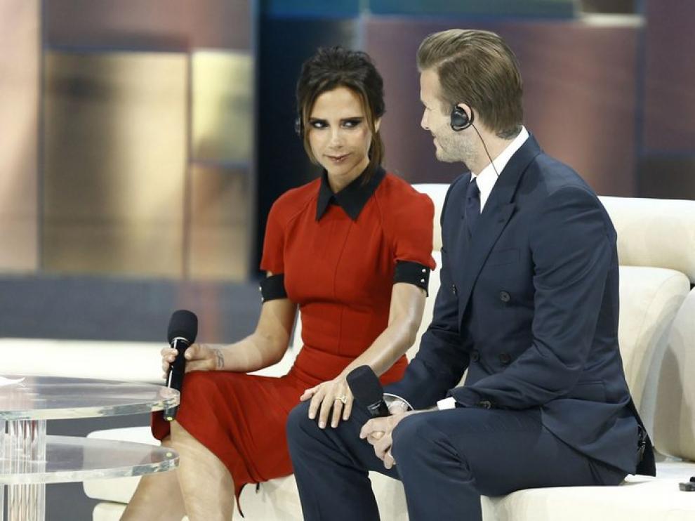 Victoria y Beckham, entrevistados por una televisión china