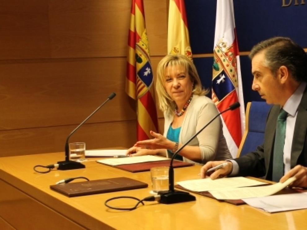 Firma del convenio entre Serrat y Beamonte